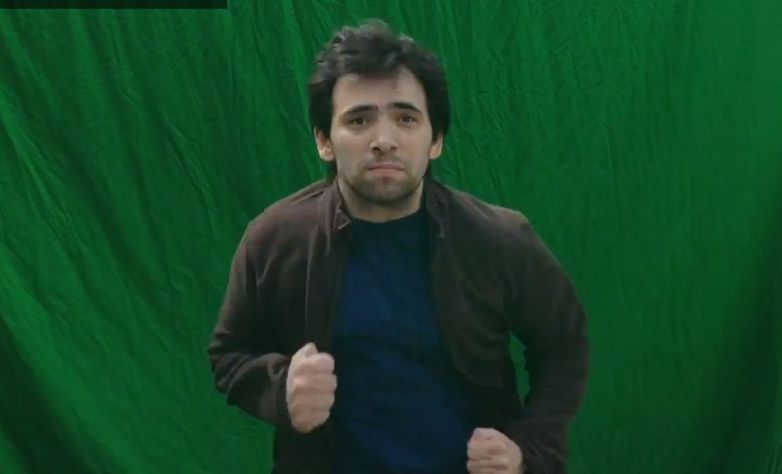 Maly in front of green screen